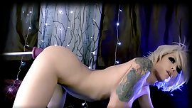 hot_webcam_girl_masturbates_with_fucking_machine