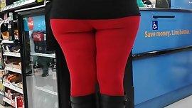 Big booty in leggings at walmart